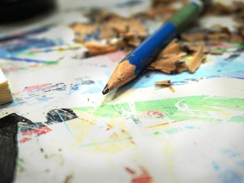 pencil-closeup-artist-desk_925x.jpg